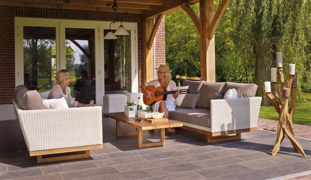 Vælg flotte havemøbler, der matcher din personlige stil og som gør det hyggeligt og velkommende at sidde ude.